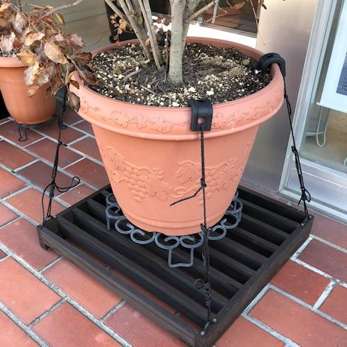 鉢植え転倒防止台